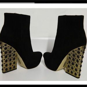 Boutique 9 suede bootie size 10m worn once